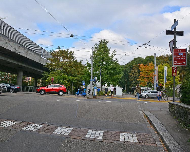 Überquerung verkehrsreiche Hauptstrasse