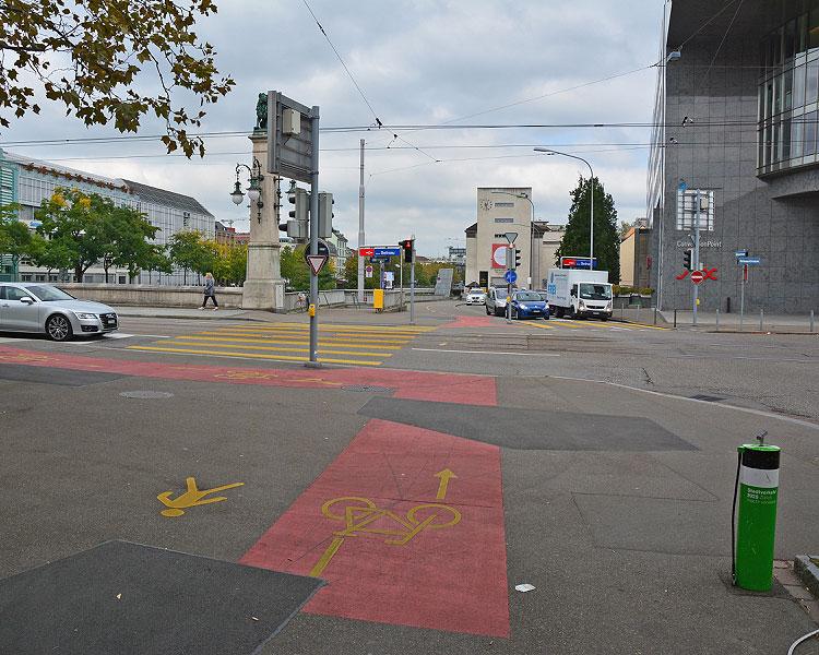 Überquerung verkehrsreiche Hauptstrasse beim Bahnhof Selnau