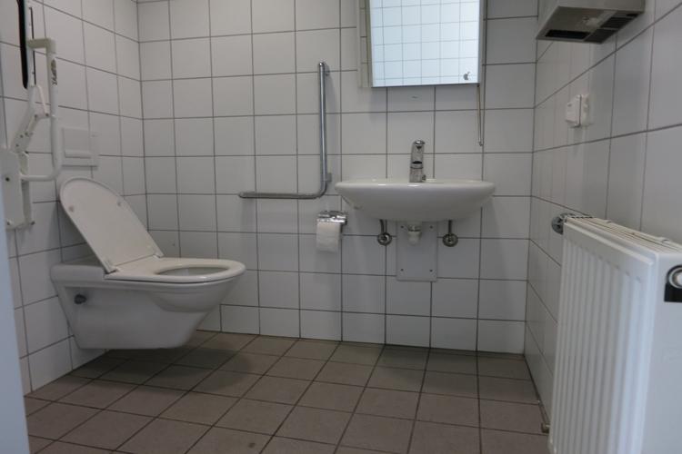WC gegenüber der Post