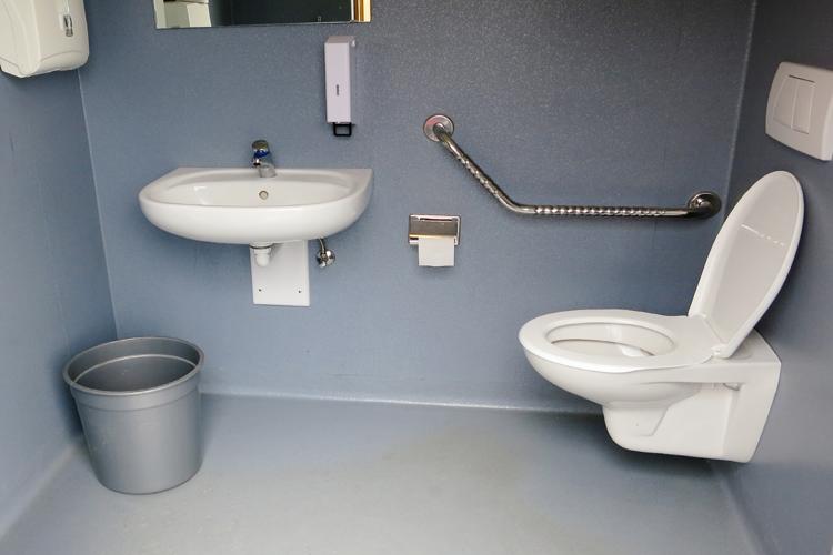 Öffentliches rollstuhlgerechtes WC am Ostufer des Davosersees