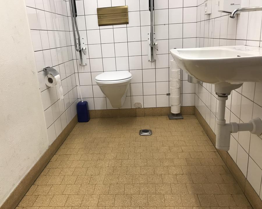 Öffentliches rollstuhlgerechtes WC Bahnhof Pontresina