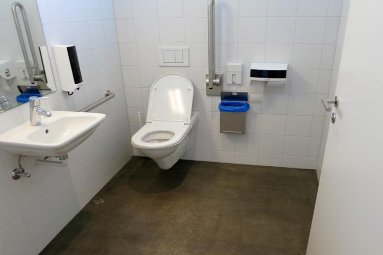 Öffentliches rollstuhlgerechtes WC Camping Gravatscha